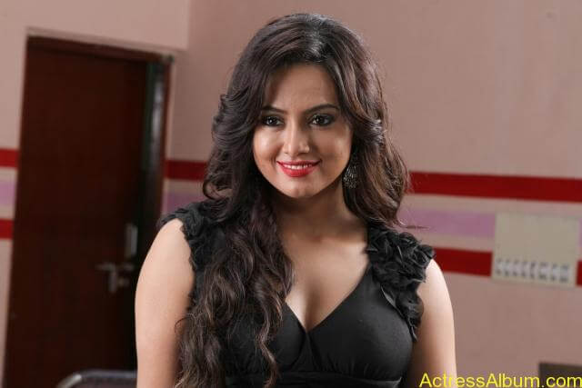Sana khan latest hot glamour photos (18)