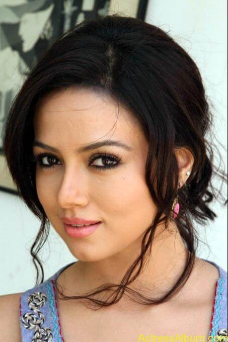 Sana khan latest hot glamour photos (20)