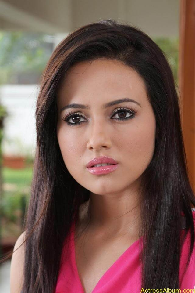 Sana khan latest hot glamour photos (22)