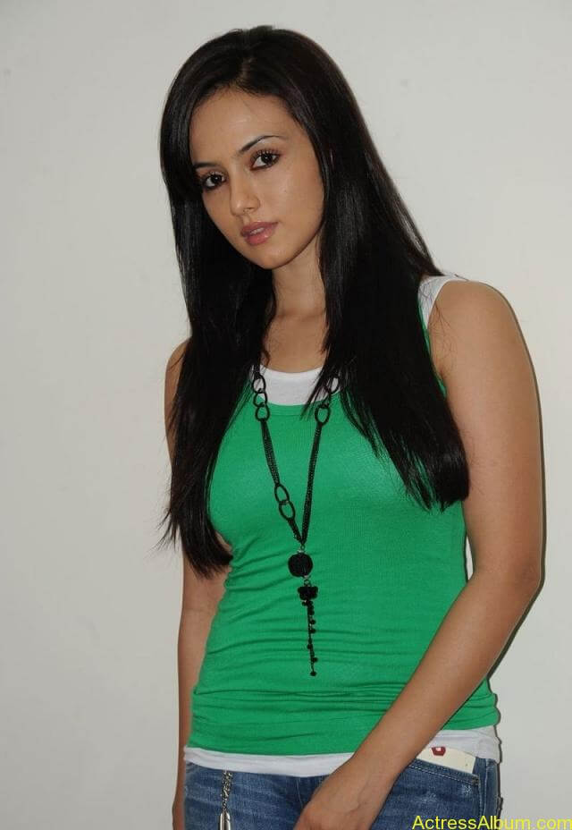 Sana khan latest hot glamour photos (25)