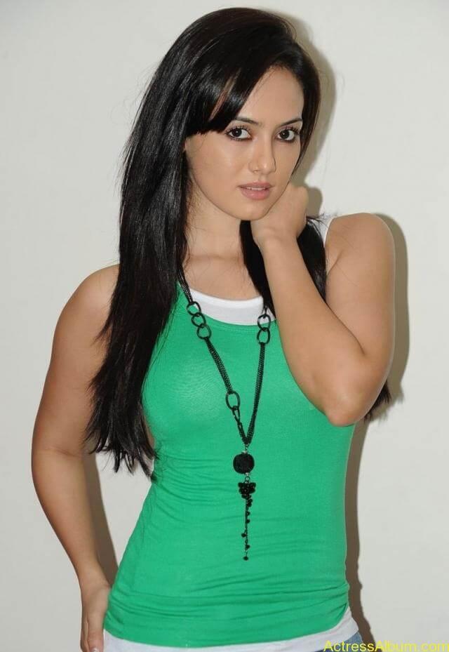 Sana khan latest hot glamour photos (29)