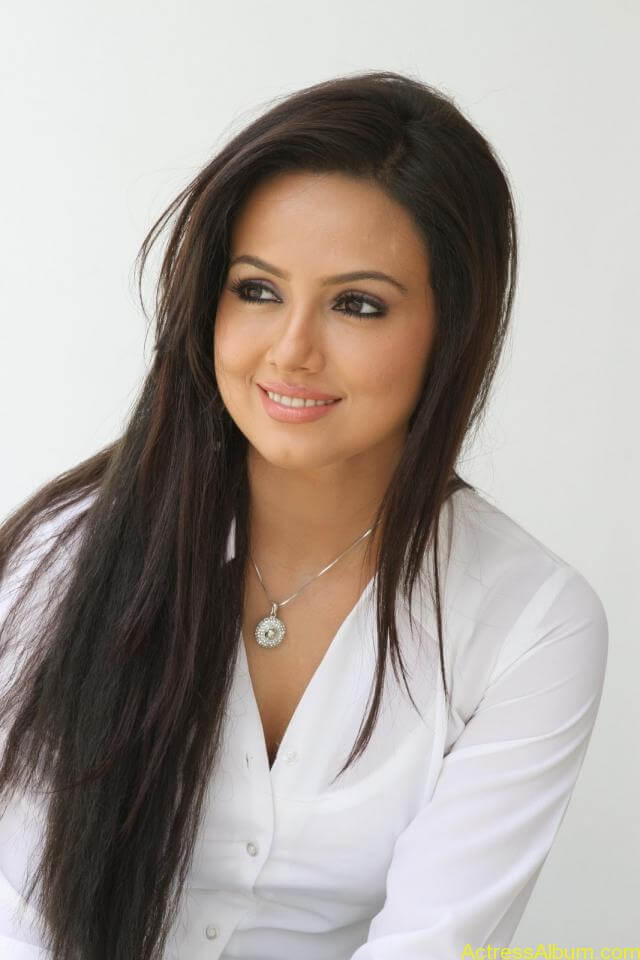 Sana khan latest hot glamour photos (4)