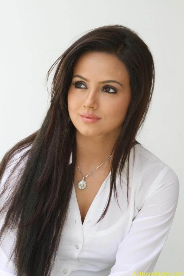 Sana khan latest hot glamour photos (5)
