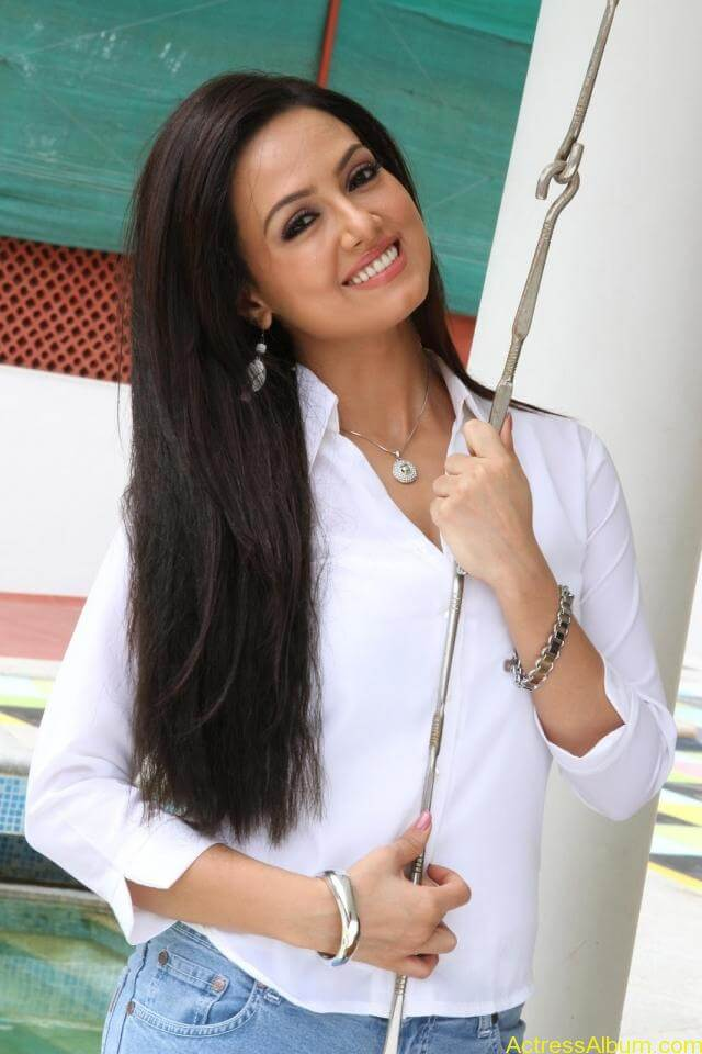 Sana khan latest hot glamour photos (6)