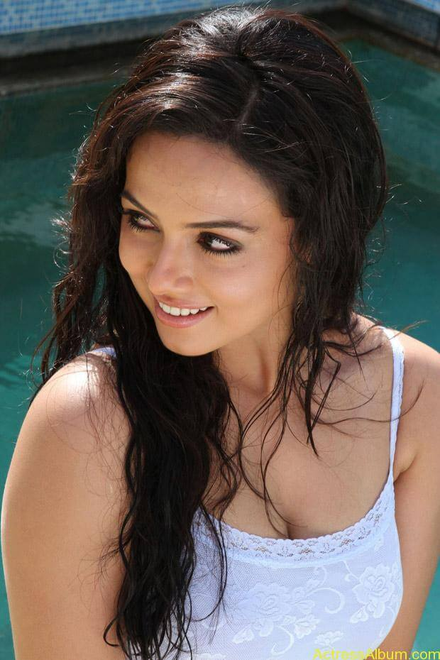 Sana khan latest hot glamour photos (7)