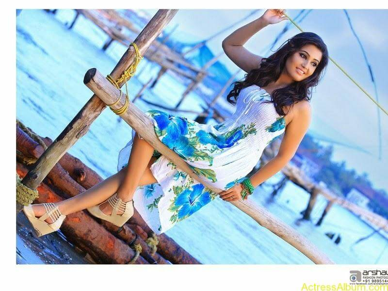 Sandra Amy hot photo shoot  (4)