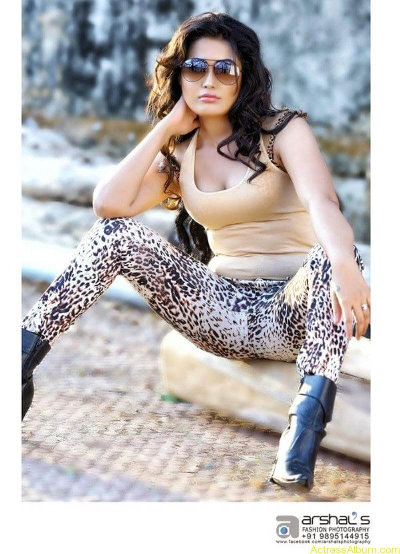 Sandra Amy hot photo shoot  (5)