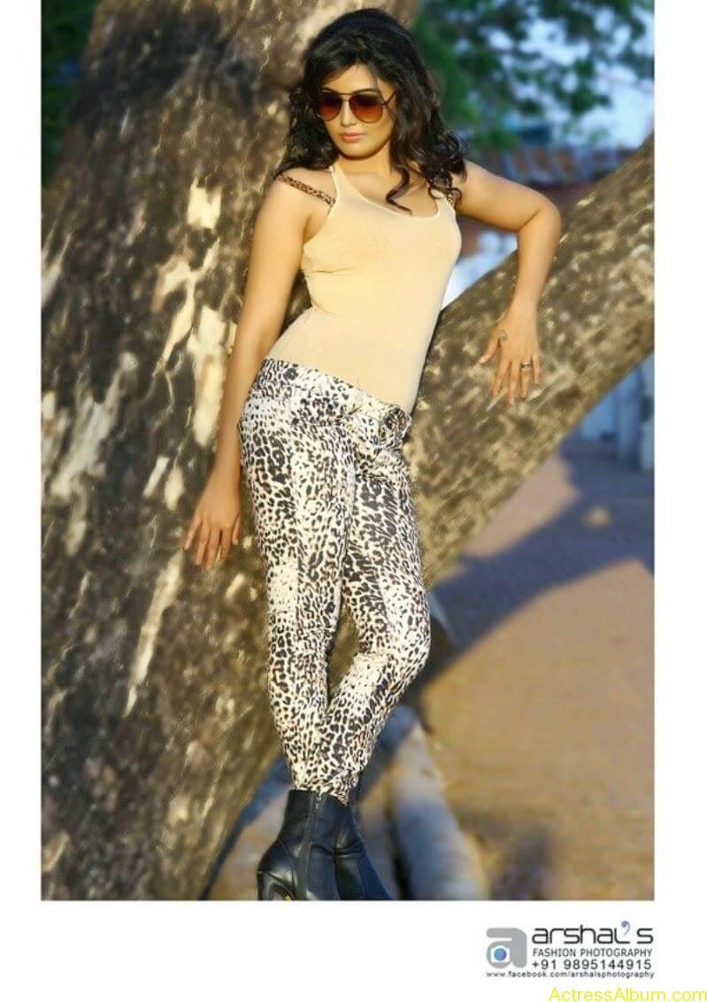 Sandra Amy hot photo shoot  (8)