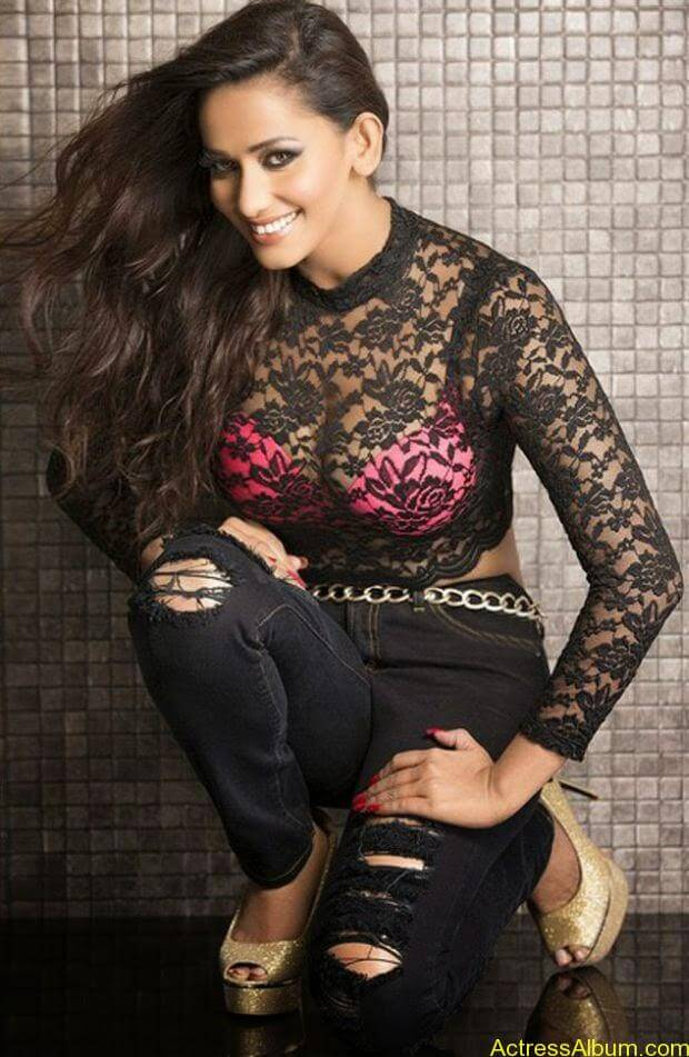 Sanjana Singh hot and spicy pictures (2)