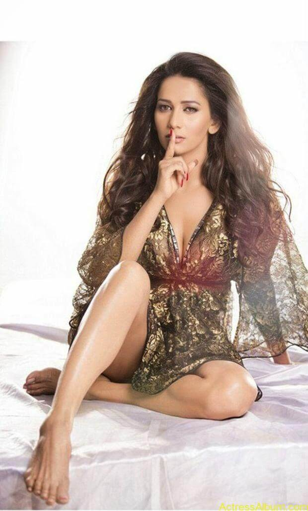 Sanjana Singh hot and spicy pictures (6)