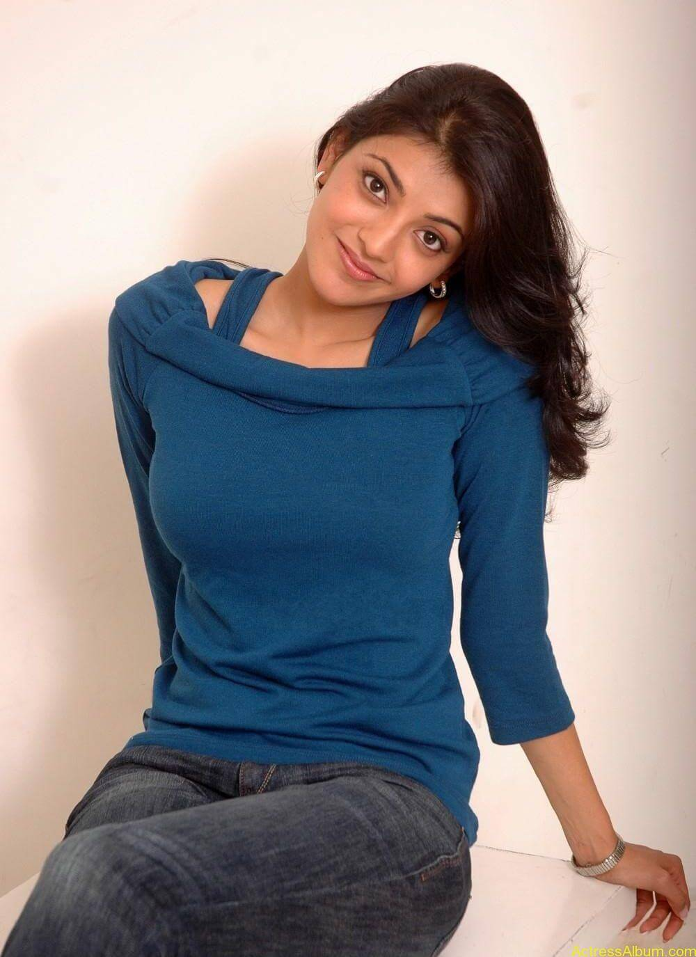 sexy-kajal-agarwal-wallpaers_4559