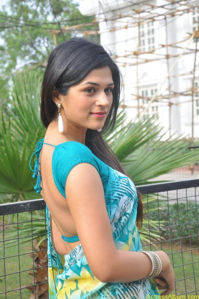 Shraddha Das in blue saree Photos6