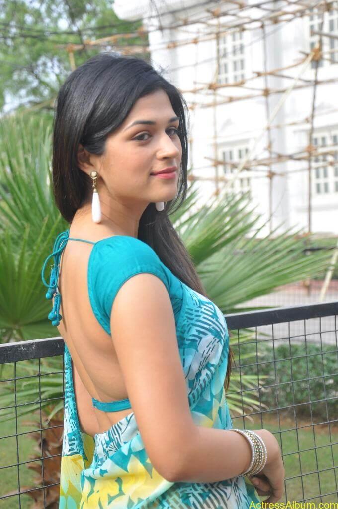 Shraddha Das in blue saree Photos7