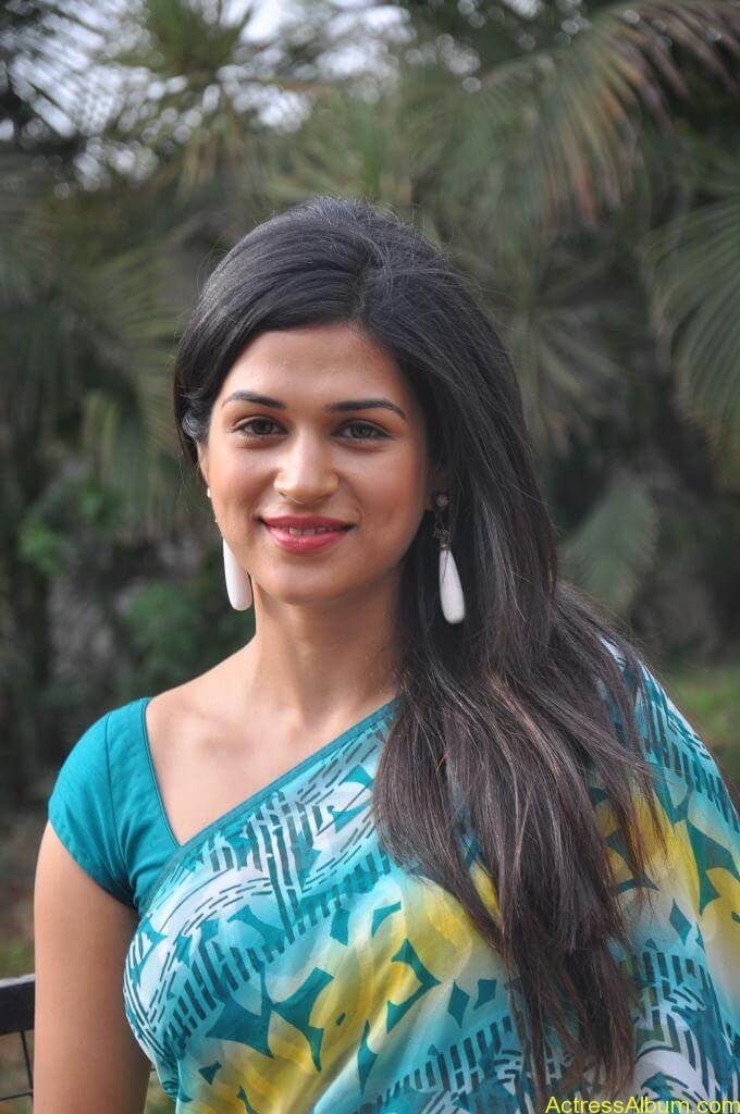 Shraddha Das in blue saree Photos8