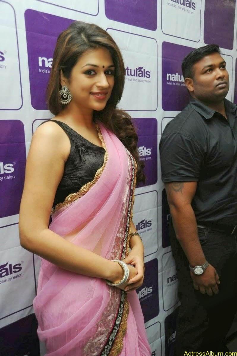Shraddha Das latest Cute Saree Photo Stills (11)