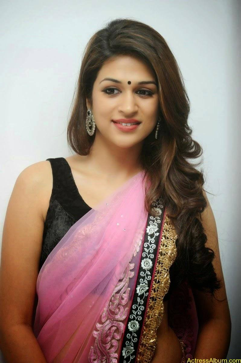 Shraddha Das latest Cute Saree Photo Stills (6)