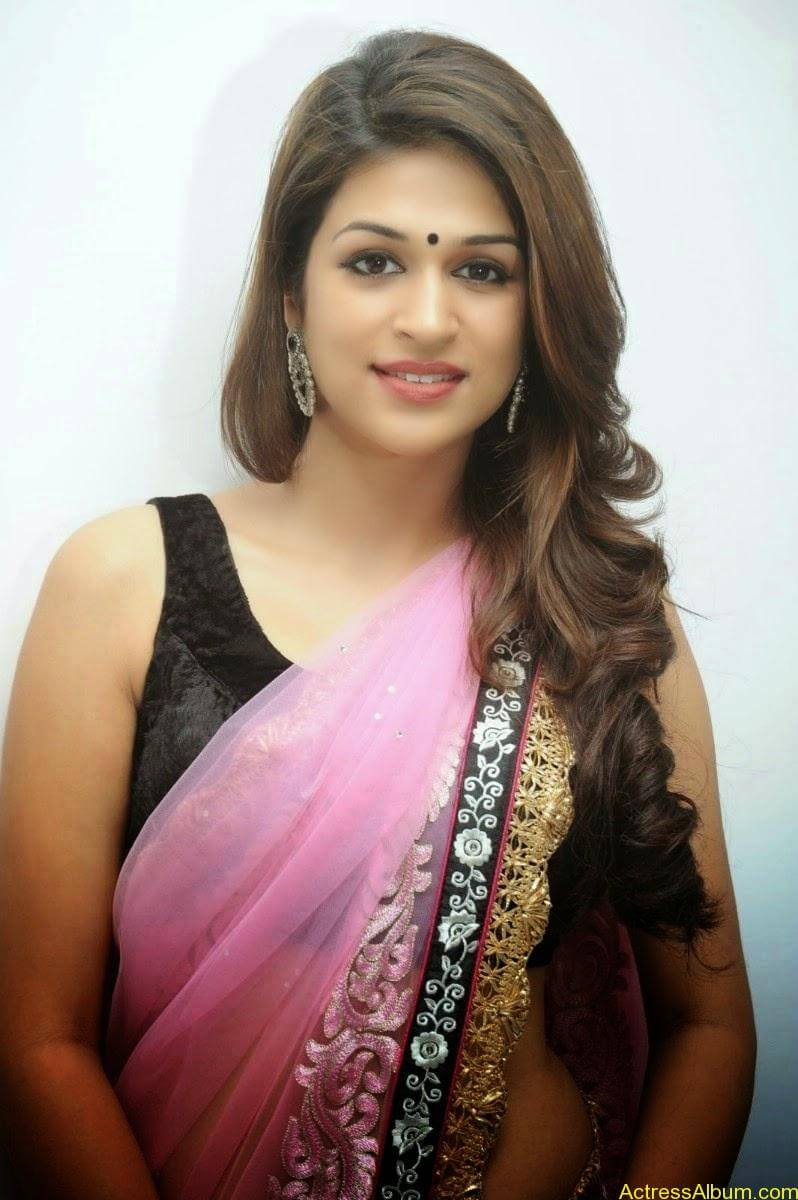 Shraddha Das latest Cute Saree Photo Stills (7)
