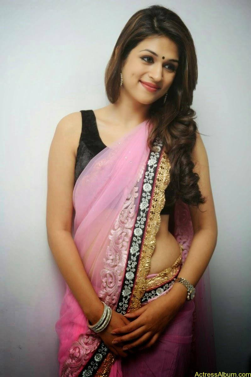 Shraddha Das latest Cute Saree Photo Stills (8)