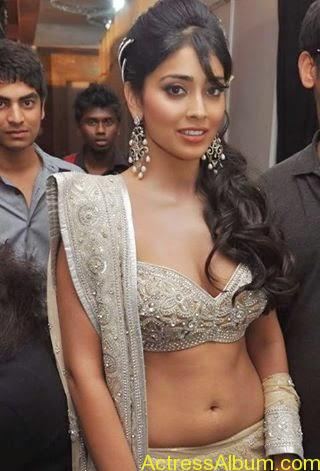 Actress Shriya Saran Cleavage show