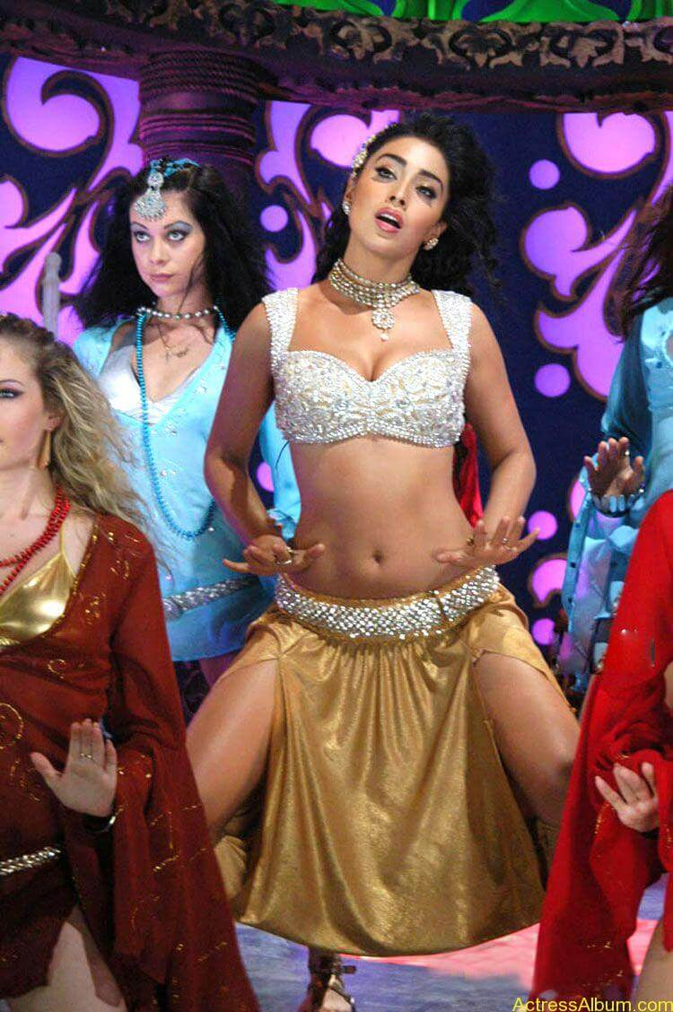 shreya-saran-item-song-stills-13