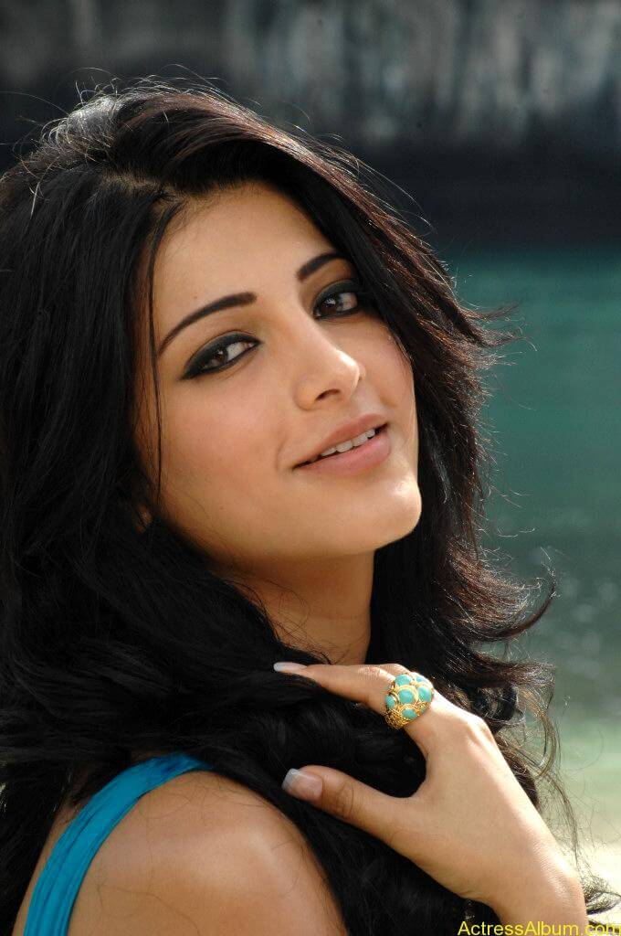 Shruthi-Hassan-Latest-Stills-CF-016