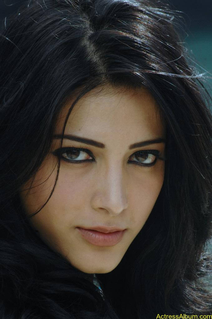 Shruthi-Hassan-Latest-Stills-CF-08