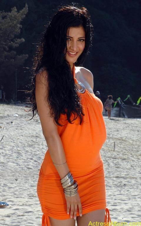 Shruthi hassan swimsuit pics 10[2]