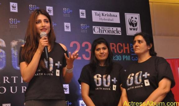 Shruti-haasan stills at earth hour 2013 launching pledging (12)