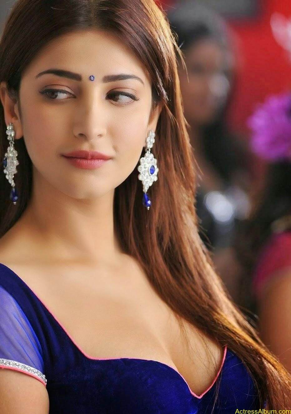 Shruti haasans latest very hot photos stills (4)