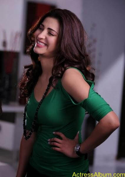shruti hassan in green dress (6)