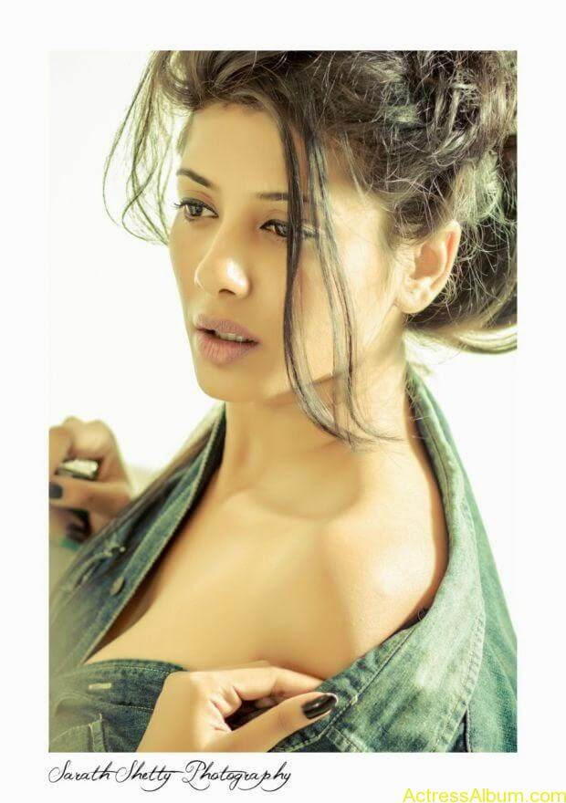 Shruti Yugal Smoking hot photo shoot (7)
