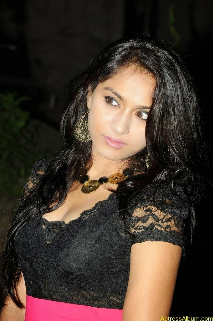 Smithika new hot stills (2)