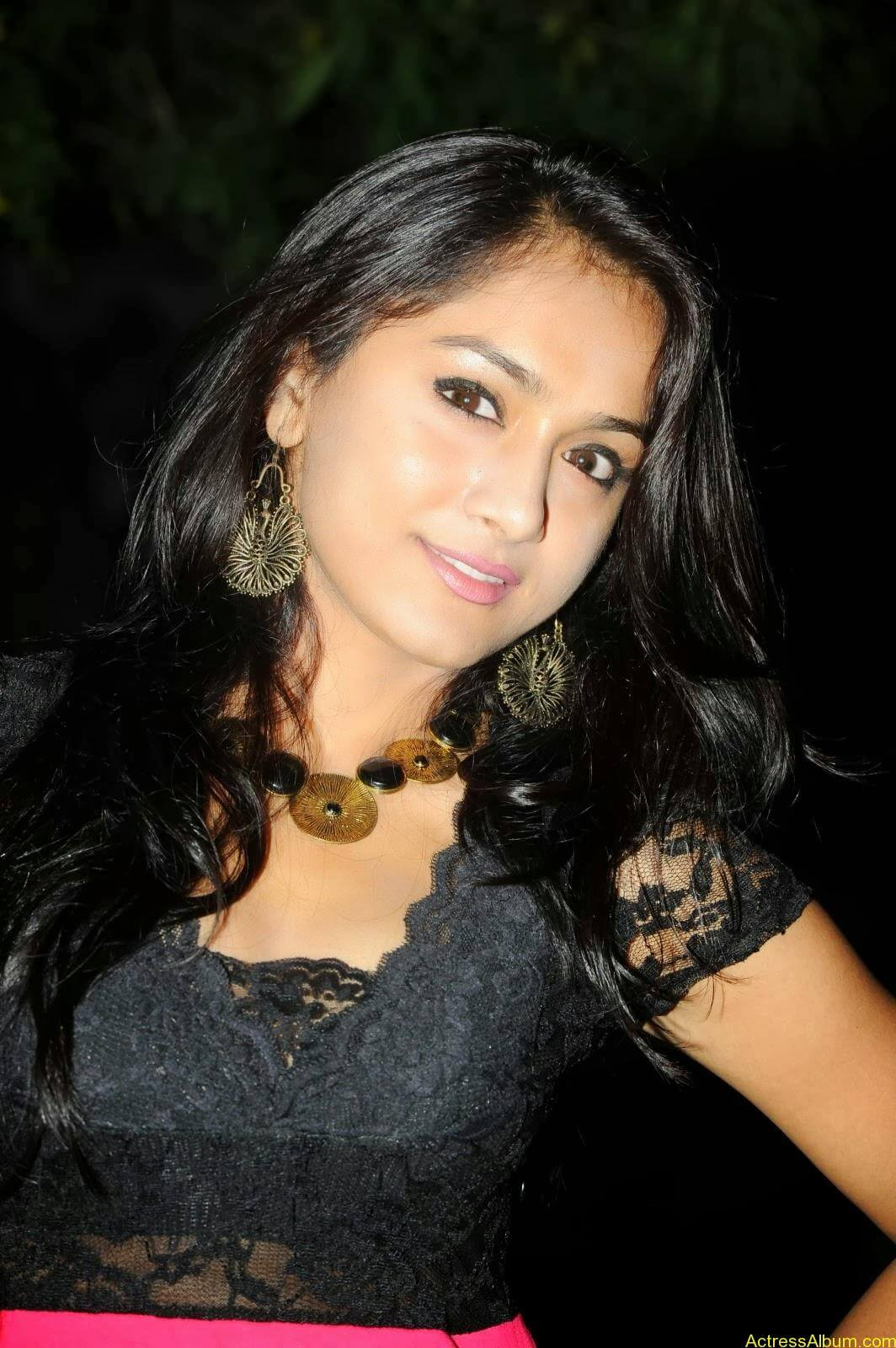 Smithika new hot stills (6)