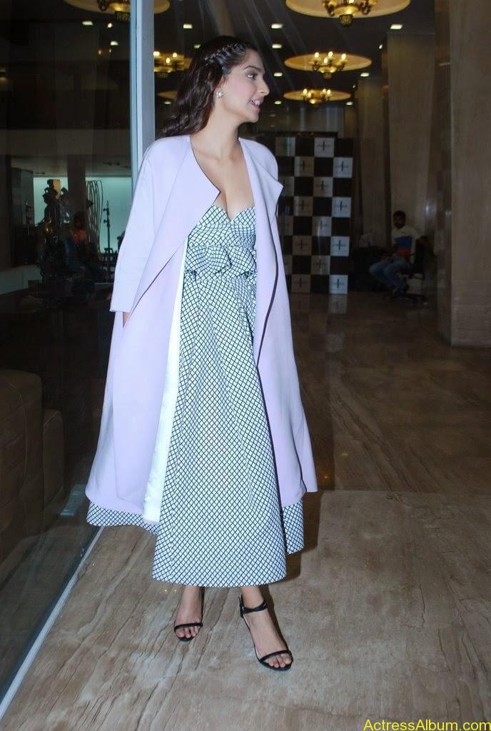Sonak Kapoor hot (4)