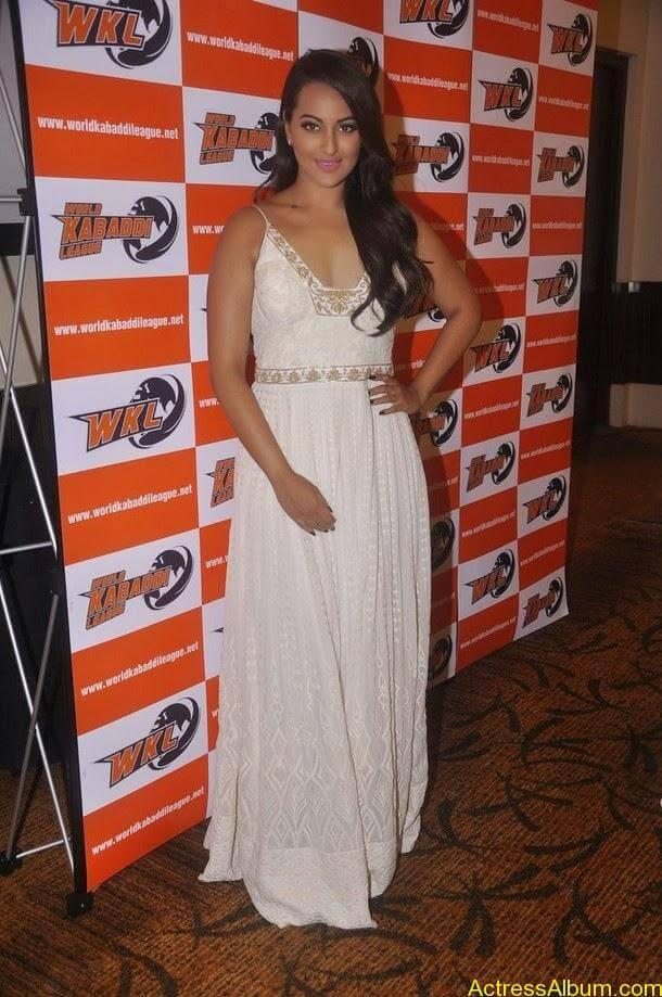 Sonakshi-Sinha-Worldwide-Kabaddi-Pressmeet (1)