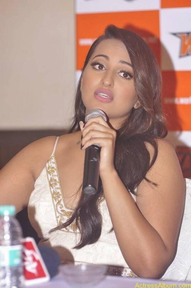 Sonakshi-Sinha-Worldwide-Kabaddi-Pressmeet (10)