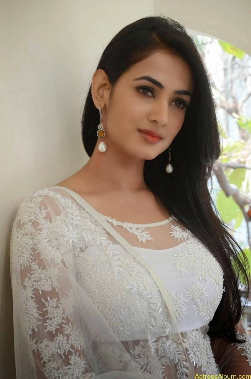 Sonal Chauhan Latest Photo Stills (1)