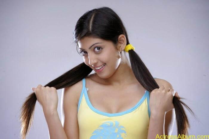 South india actress pranitha hot stills (19)