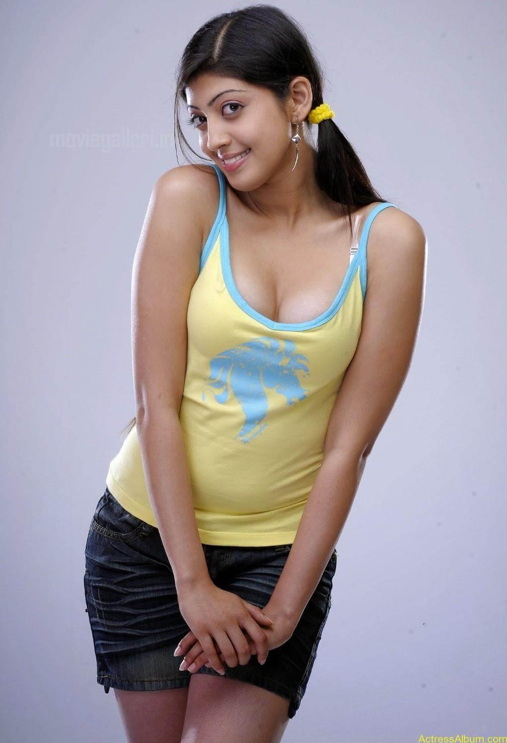 South india actress pranitha hot stills (9)