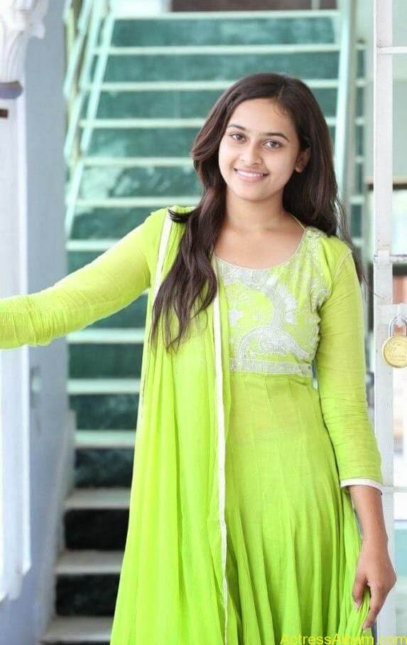 Sri divya cute hot stills (1)