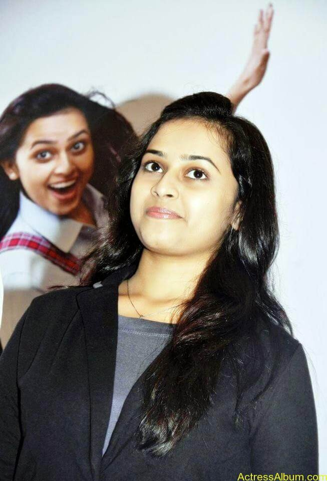 Sri divya cute hot stills (10)
