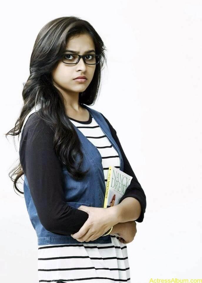 Sri divya cute hot stills (11)