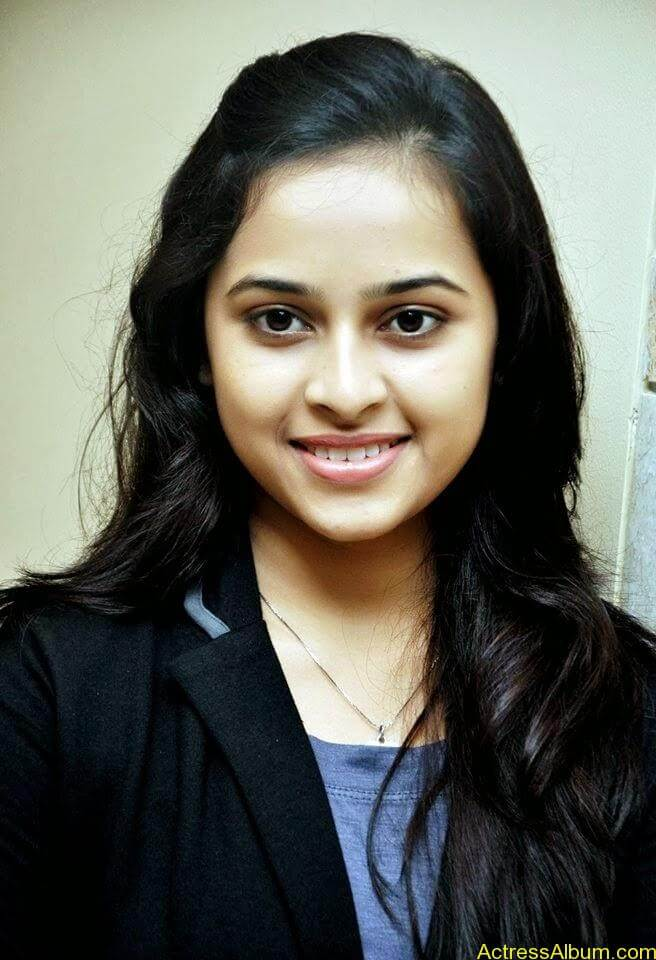 Sri divya cute hot stills (3)