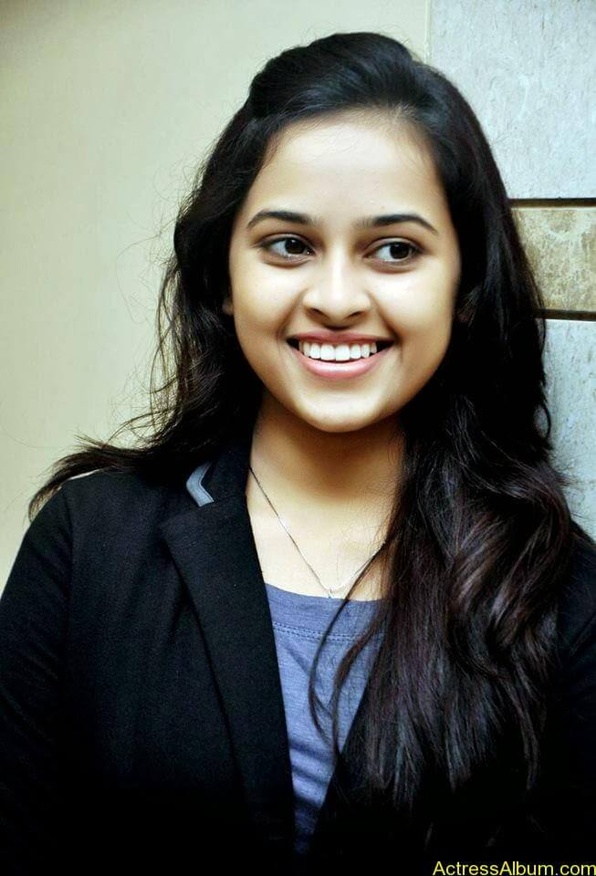 Sri divya cute hot stills (7)