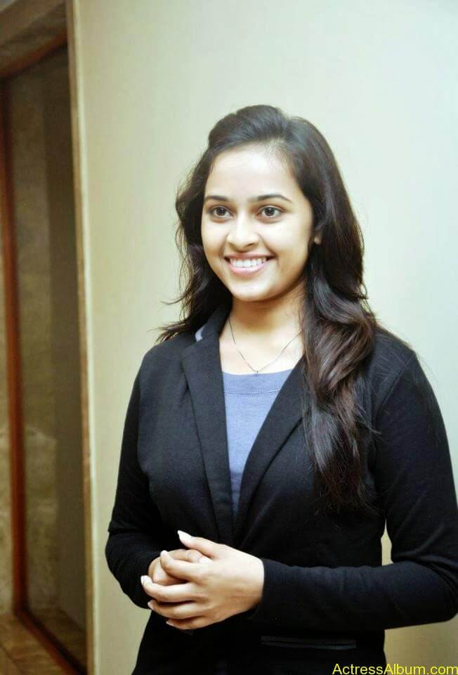 Sri divya cute hot stills (8)