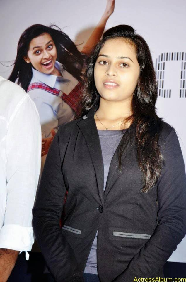 Sri divya cute hot stills (9)