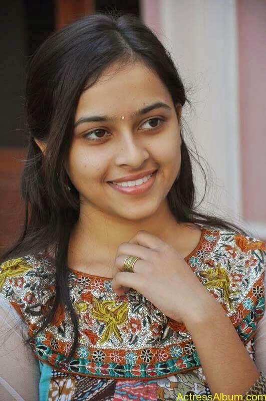 Sri Divya latest stills (1)