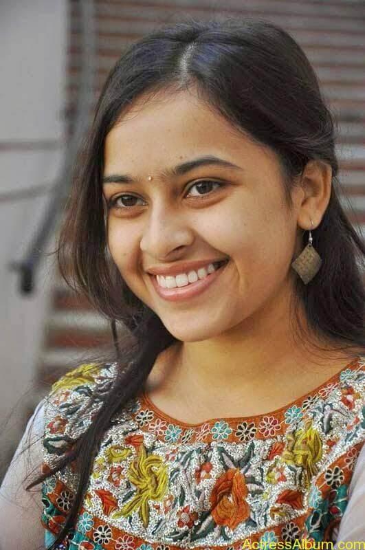 Sri Divya latest stills (10)