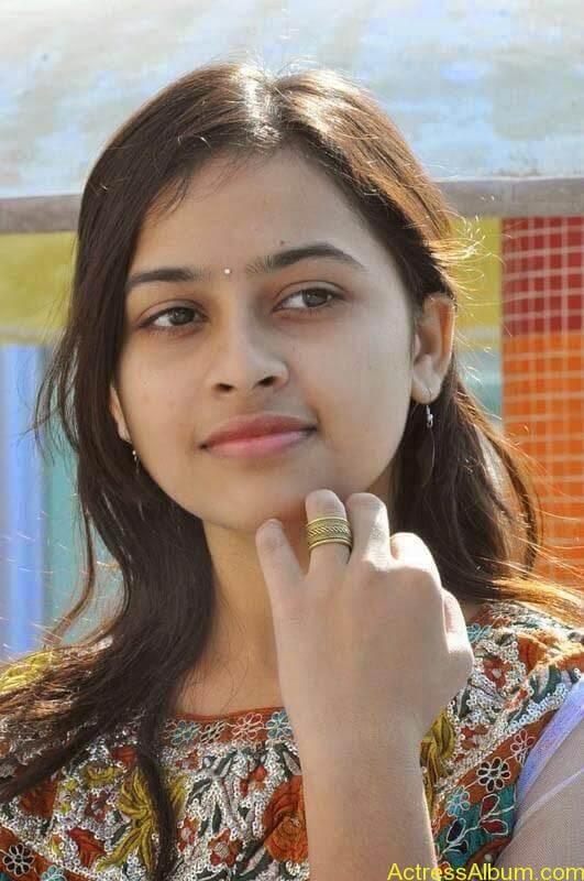Sri Divya latest stills (3)