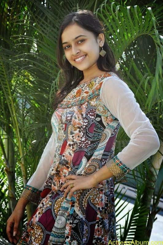 Sri Divya latest stills (5)